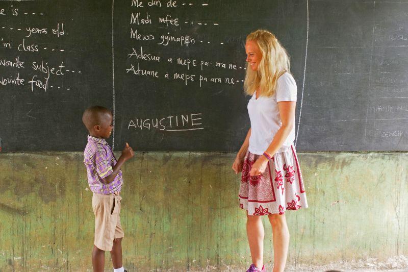 Kinder in der Konsumgesellschaft vs. Kinder in Armut – Leben retten mit einer Kinderpatenschaft von World Vision