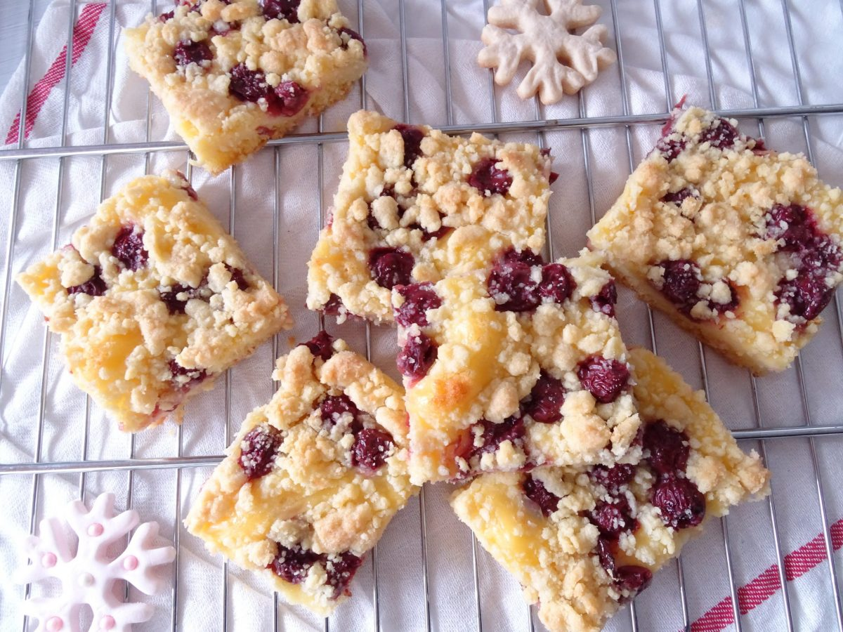 Saftiger Kirschstreusel mit Pudding - Pretty You